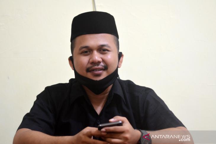 Anggota DPRD Gorontalo Utara urunan dengan masyarakat perbaiki tanggul