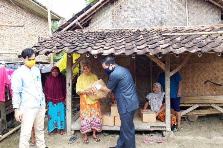 Kejari Lebak bagikan 1.000 paket sembako untuk warga miskin