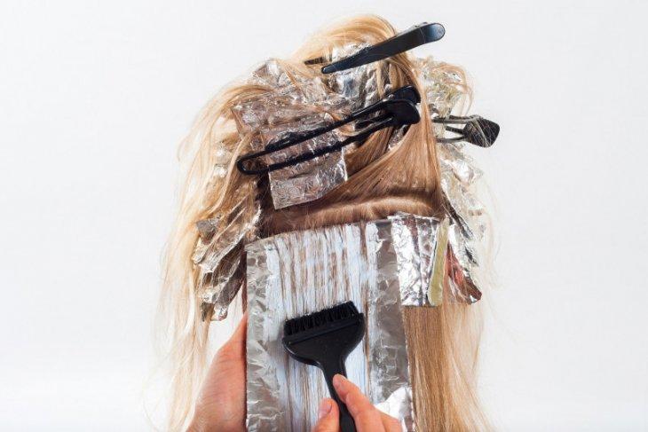 Beginilah tips dan trik mengecat rambut sendiri di rumah