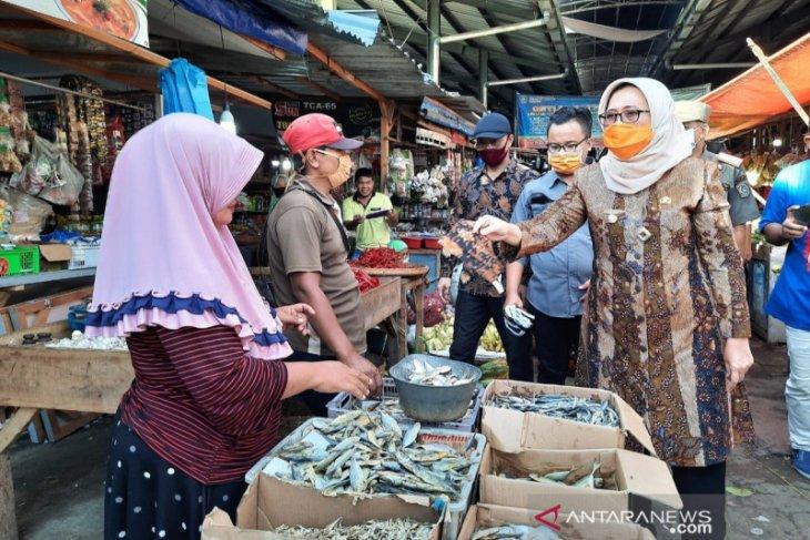 Sidak pasar, Wabup Lumajang ingatkan masyarakat patuhi protokol kesehatan
