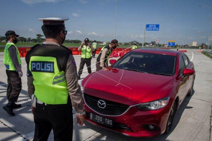 Penyekatan kendaraan di jalan tol