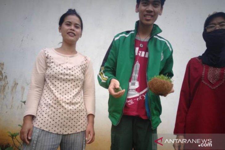 Semasa COVID-19, mahasiswa Polbangtan Medan ajak wanita tani Sumsel tanam sawi