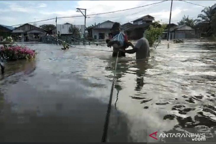 Banjir di Samarinda meluas dan sejumlah akses jalan lumpuh total