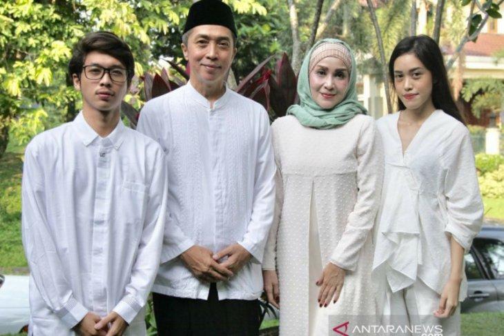 Dedie A Rachim isi kegiatan Idul Fitri di rumah bersama keluarga