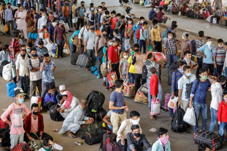 Hampir 8.000 kasus baru COVID-19 terjadi dalam sehari di India