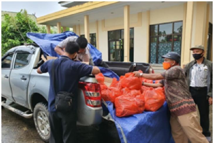Kementan berikan bantuan sembako kepada petugas lapangan