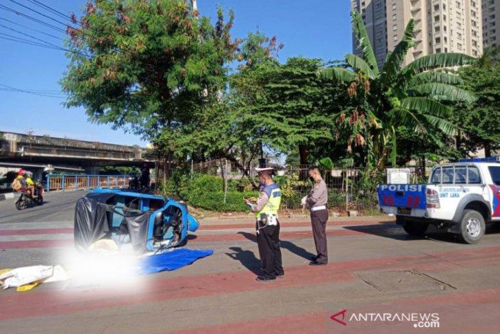 Tabrakan bus Transjakarta dengan Bajaj akibatkan satu orang tewas