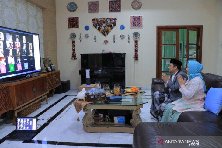 Arief - Sachrudin  silaturahmi lebaran dengan masyarakat secara online