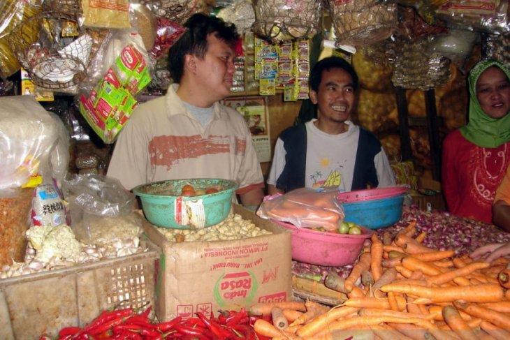 Harga gula pasir di pasar tradisional Sukabumi masih tinggi
