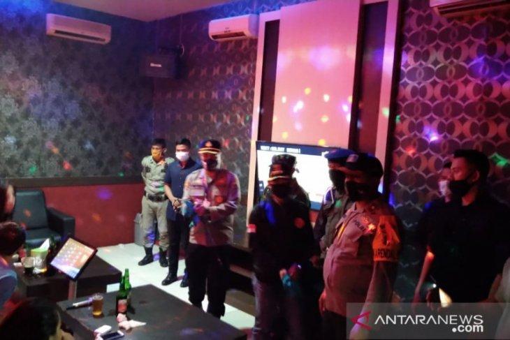 Patroli Gabungan Bangka temukan aktivitas hiburan malam di tengah pandemi
