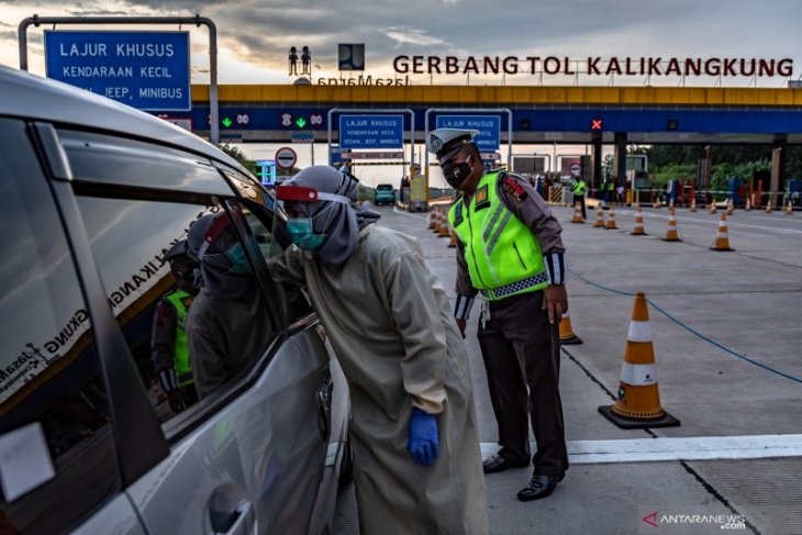 Travelers heading to Semarang city undergo random rapid testing