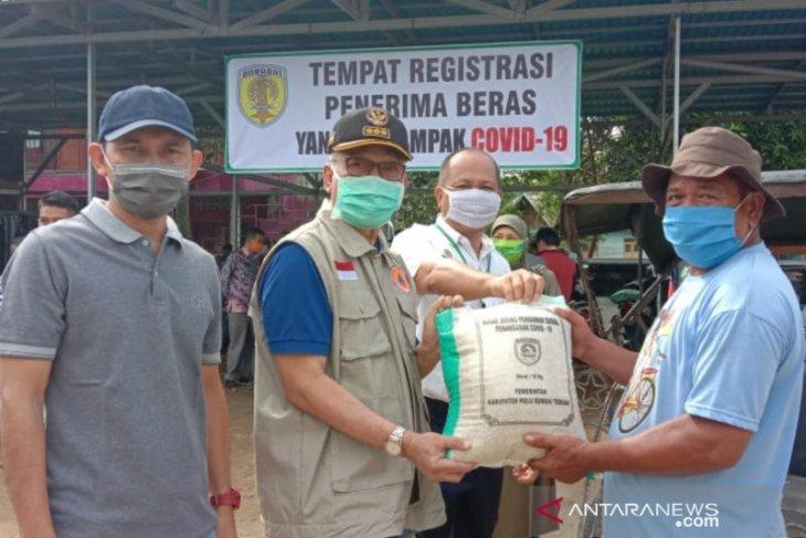 Pemkab HST salurkan bantuan beras sebanyak 689.695 Kg kepada warga terdampak COVID-19