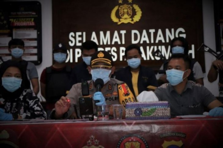 Polisi amankan dua pelaku penipuan dengan modus bermain peran sebagai penjual batu merah delima