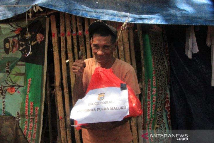 Humas Polda Maluku sisihkan pendapatan bantu warga terdampak COVID - 19