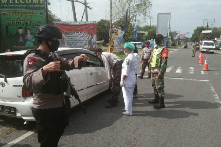 Ratusan kendaraan putar balik di perbatasan Kabupaten Simalungun