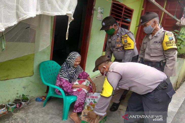 Kembali Polres Sibolga bagikan sembako ke warga