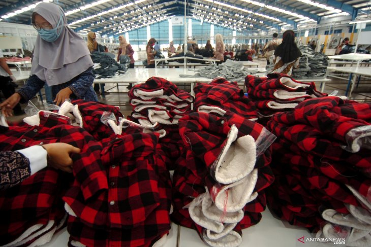 Ministry moves to restrict garment import to protect domestic industry