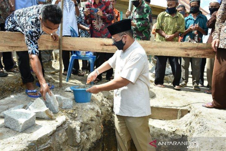 Gubernur Babel Serahkan Bantuan Untuk Pembangunan Masjid Nurul Yaqin Desa Labu