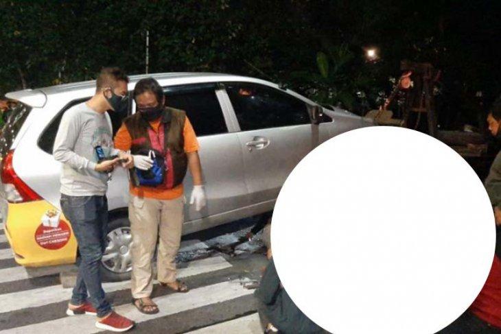 Pengendara motor dan penumpang tewas dalam kecelakaan
