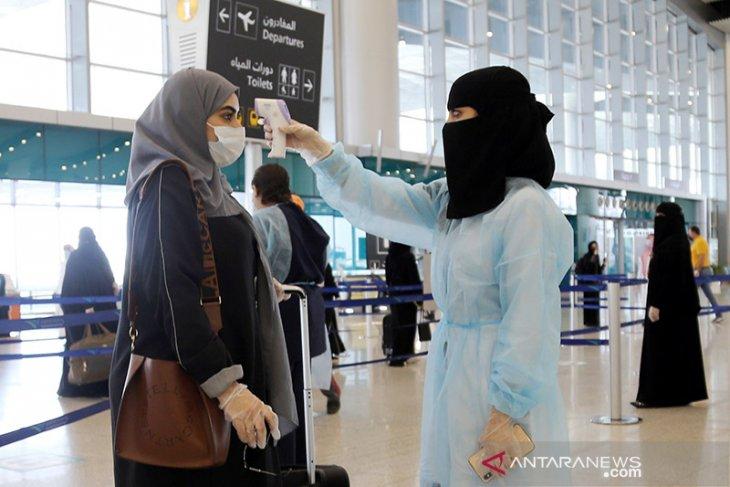 Jamaah calon haji dari lima kota Arab Saudi tiba di Bandara Kingabdulaziz