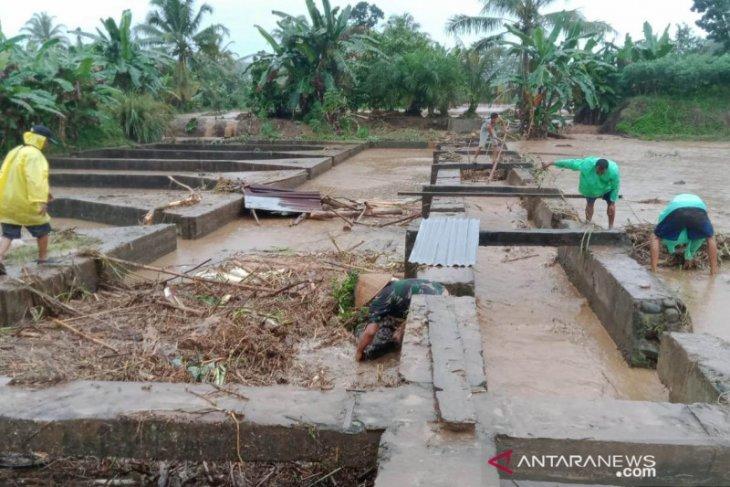 Banjir pengaruhi produksi ikan di Rejang Lebong