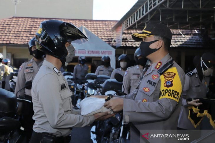 Polres Banjar salurkan beras bantuan Kapolri