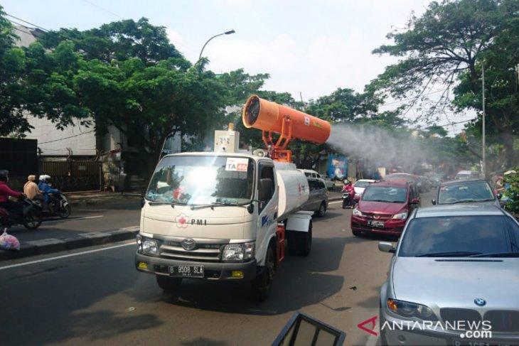 PMI Tangerang pakai empat mobil gunner penyemprotan disinfeksi jalan protokol