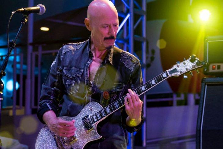 Gitaris band Kiss Bob Kulick meninggal dunia