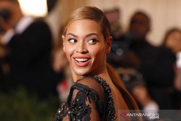Penyanyi Beyonce luncurkan album visual