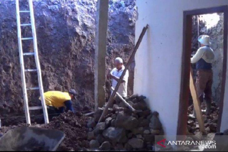 Dua orang di Magetan terluka tertimbun tanah longsor