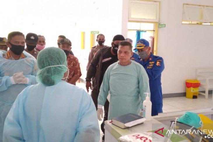 Kapolda Maluku motivasi pasien corona RSU Saparua agar cepat sembuh