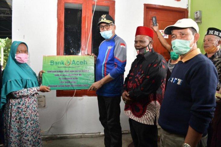 Plt Gubernur serahkan rumah layak huni bantuan Bank Aceh Syariah