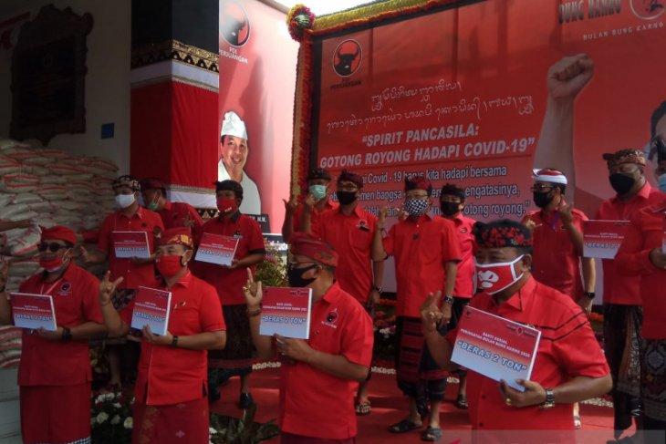 PDIP Bali bagikan beras 30 ton saat pandemi COVID-19