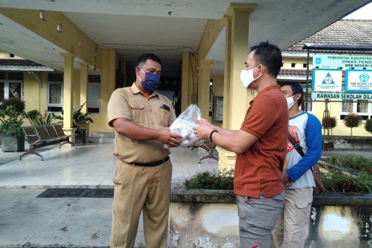 KNPI Bangka Tengah bagikan 500 masker kepada pelajar