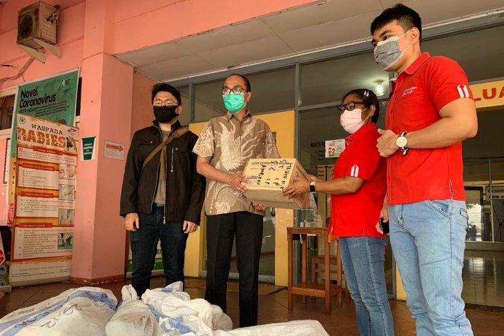 Telkomsel serahkan bantuan APD ke RSUD dr. M.  Haulussy Ambon