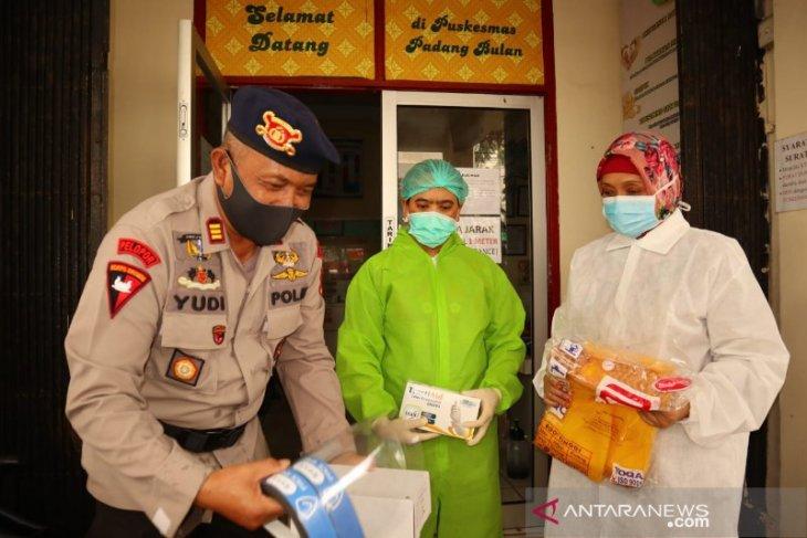 Brimob Polda Sumut salurkan bantuan APD untuk petugas medis di Medan
