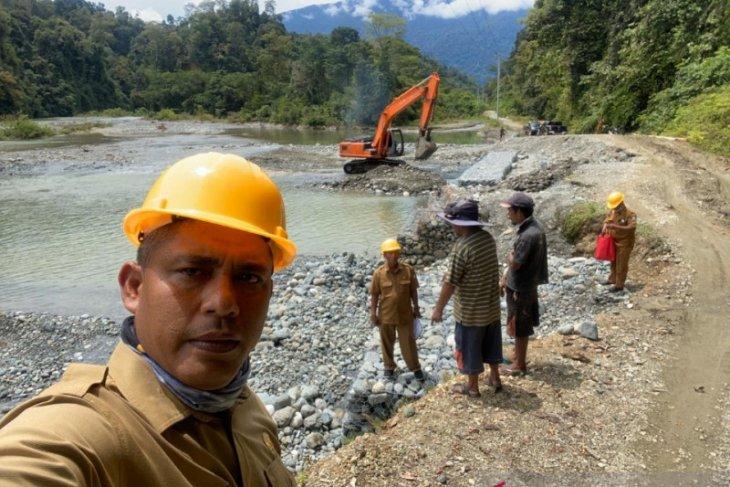 PUPR Aceh Barat tangani erosi sungai di Sikundo kurang 45 hari kerja
