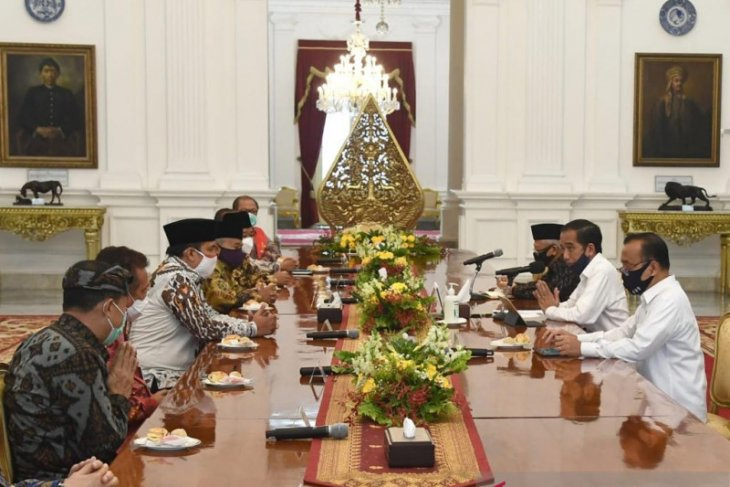 Jokowi discusses new normal preparations with eight interfaith leaders