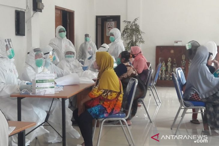 Jakarta tracking new COVID-19 clusters in traditional markets