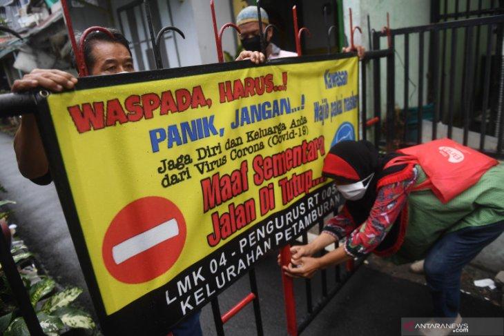 Jakarta berlakukan jam malam di zona merah COVID-19