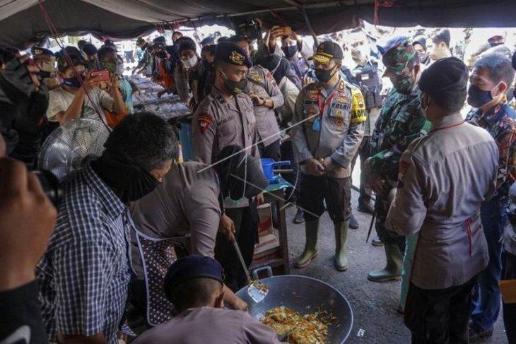 Bantuan untuk warga terdampak rob