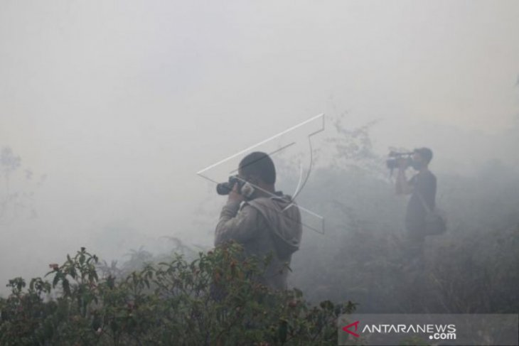 Pemadaman lahan gambut terbakar di Aceh Barat terus diupayakan