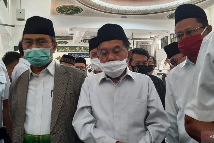 Jusuf Kalla lega kembali Jumatan berjamaah di masjid