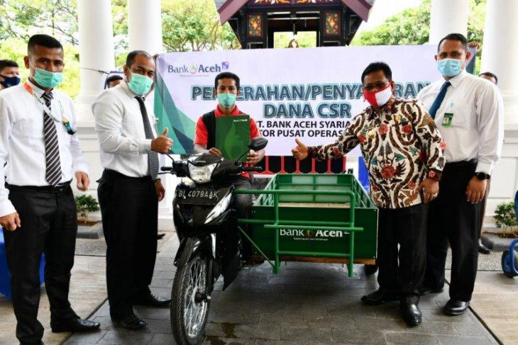 CSR Bank Aceh, wali kota serahkan becak dan mesin perahu tempel