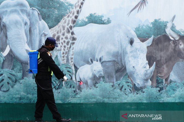 "Taman Safari Prigen bersolek sambut ""New Normal"""