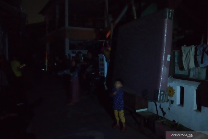 Banjir rob di Ancol, ribuan warga ungsikan barang dan kendaraan