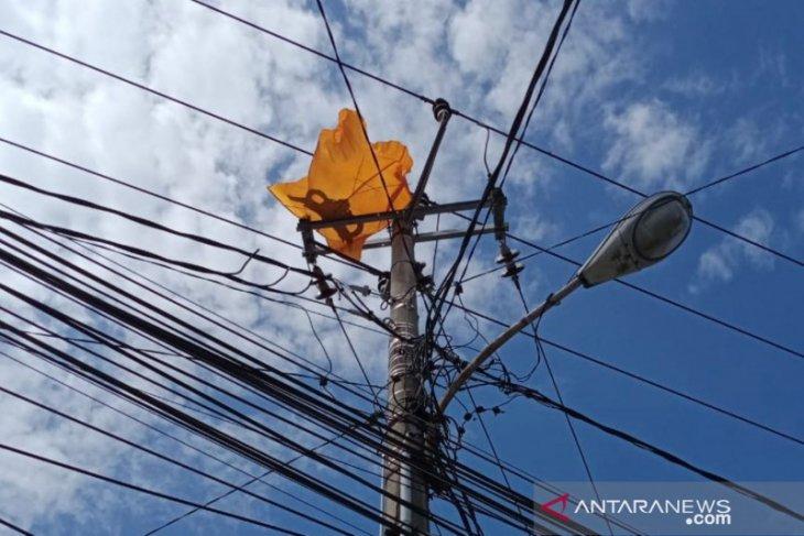 PLN Bali imbau masyarakat tak terbangkan layang-layang dekat jaringan listrik