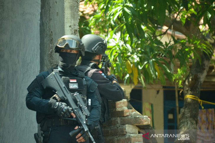Densus 88 tangkap terduga teroris di tiga daerah Kalbar
