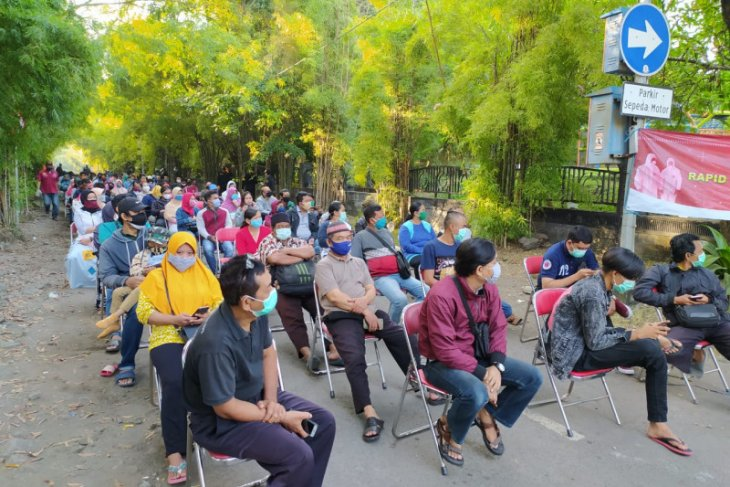 Rapid test dan swab massal di Keputih Surabaya lebih tertib dari sebelumnya