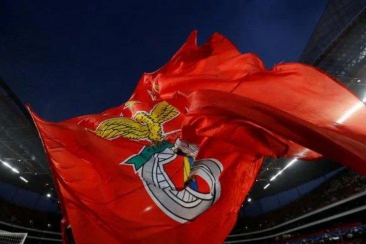 Bus tim Benfica dilempari batu dua pemain terluka